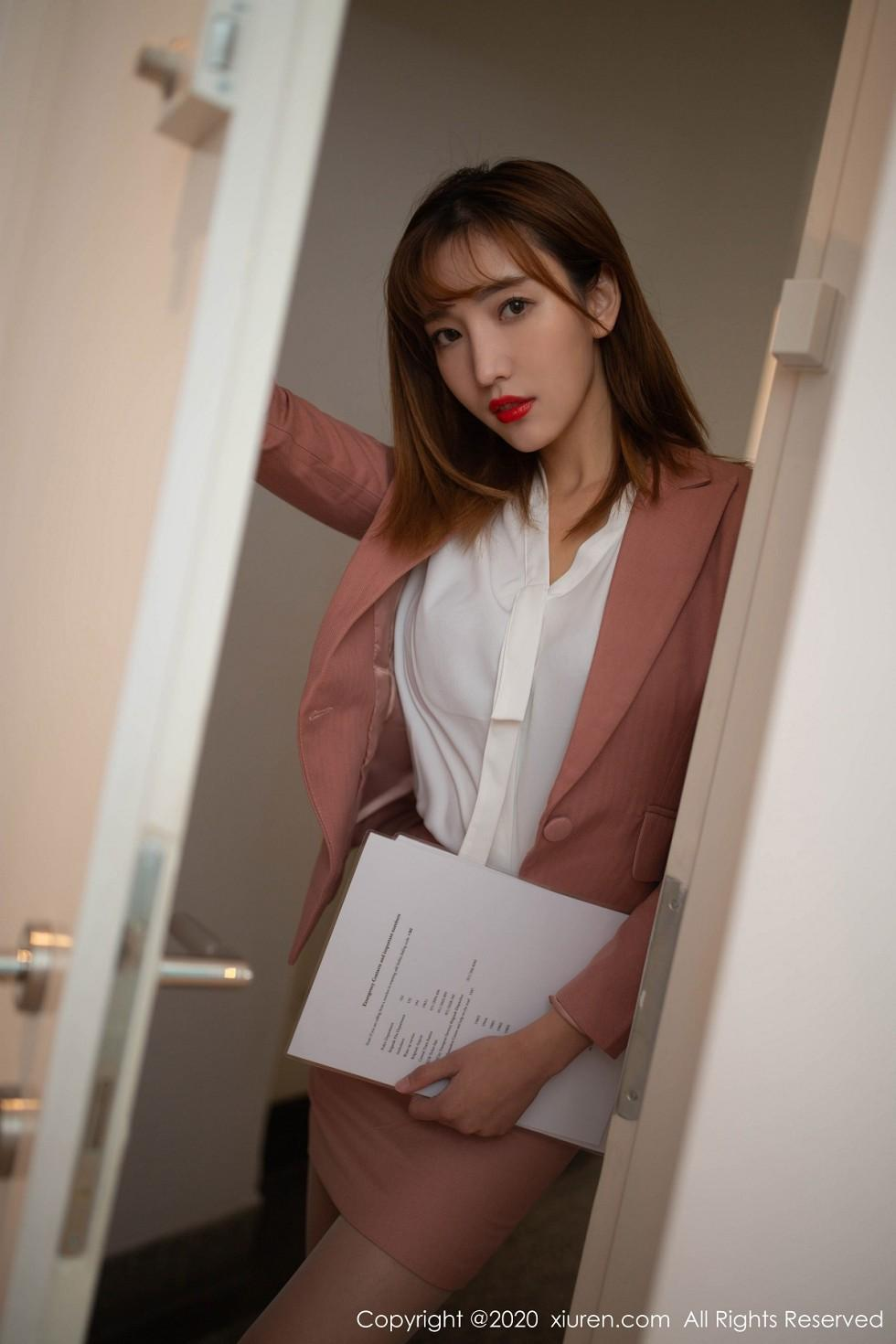 XiuRen秀人网陆萱萱 – 性感诱人的宅男女神写真合集下载