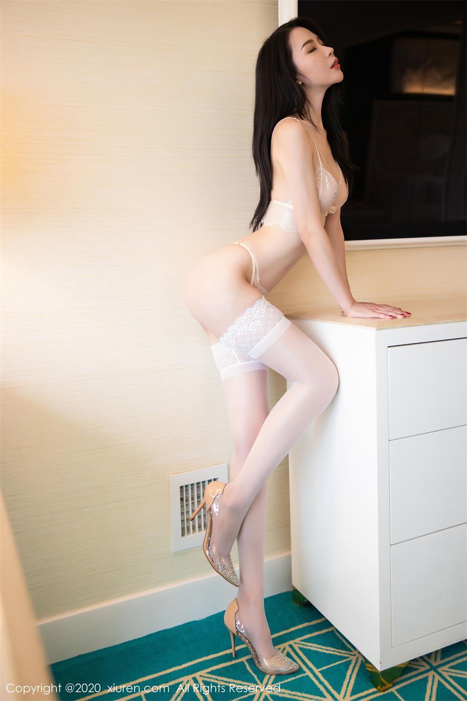 梦心月 – 性感女郎写真合集下载